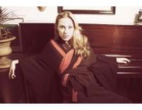 Kimono con banda roja